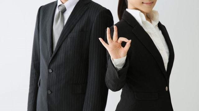 就職活動中の男女